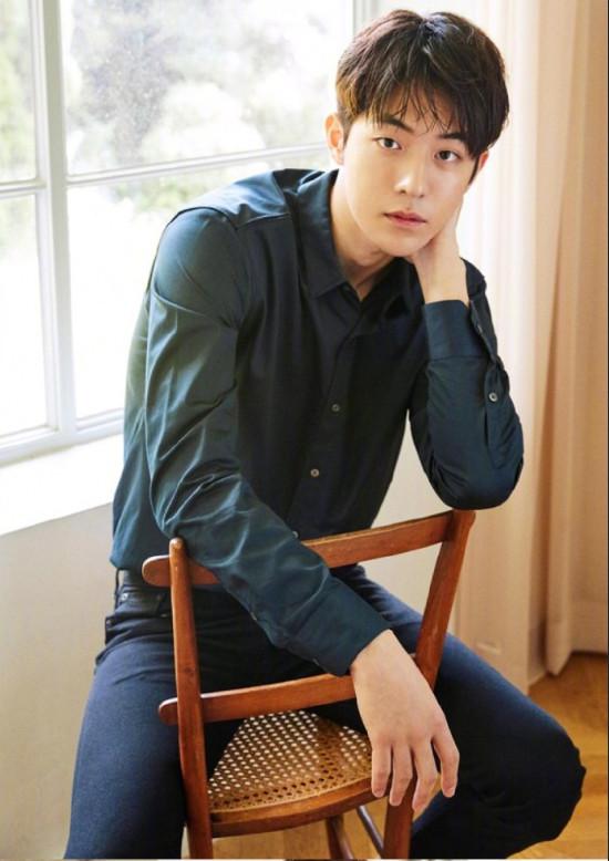 韩国男明星南柱赫蓝色衬衫帅气图片