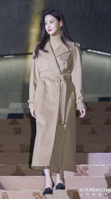 韩国美女明星吴妍书私服街拍首尔出席MaxMara品牌