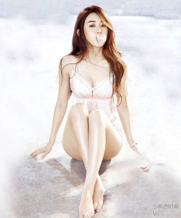 大眼美女明星赵丽颖男人装双封面性感写真