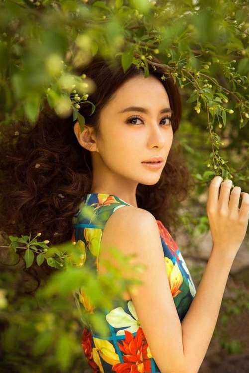 美女演员刘萌萌气质写真手机壁纸下载