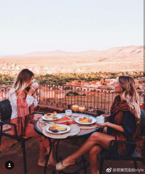 欧美美女姐妹花度假图片_闺蜜咱们一起暴富一起
