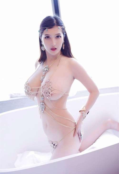 丰满少妇双笙Alina全裸异域风情八字奶血滴子诱惑高清写真