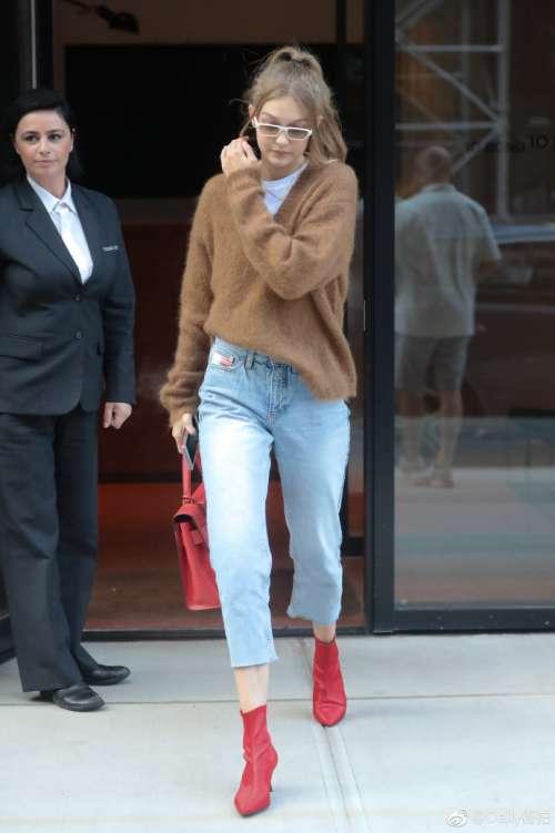 欧美超模Gigi Hadid纽约红色高跟鞋街拍图片