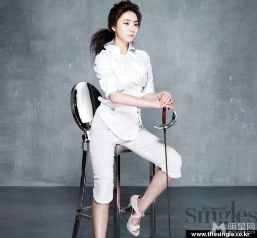 申世景图片_韩国90后女星申世景时尚性感写真