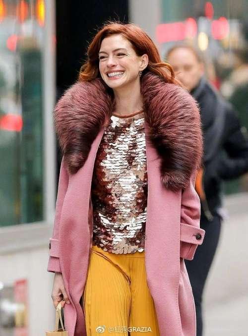 欧美美女明星安妮·海瑟薇AnneHathaway纽约散步街拍