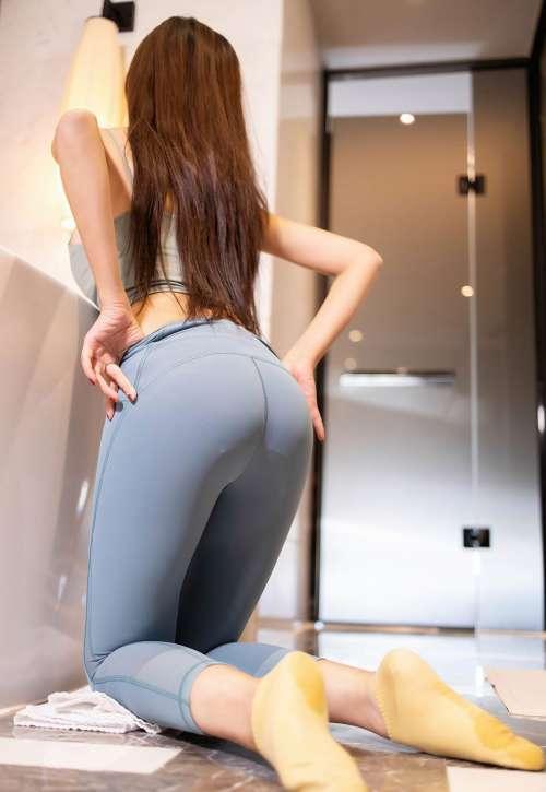 小14裸身胸大尺妹子图片,王馨瑶2021性感紧身裤撅臀诱惑