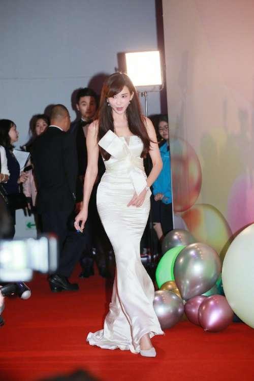 台湾美女明星林志玲出席2018爱心奖颁奖典礼红毯