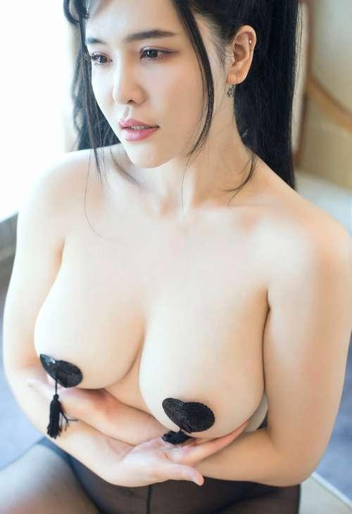 少妇刘钰儿私房性感黑丝开档无内大奶八字奶半裸写真集
