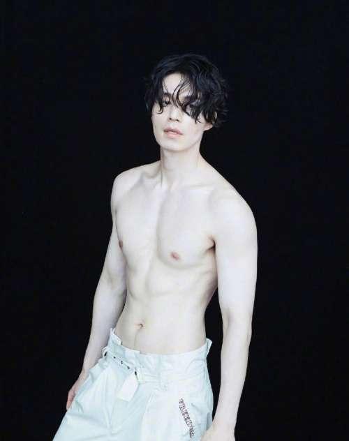 韩国美男子不老男神李栋旭图片