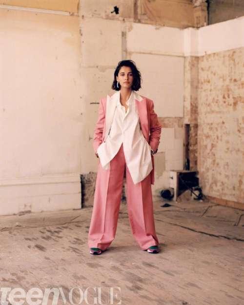 英国美女图片 女演员娜奥米·斯科特《Teen Vogue》