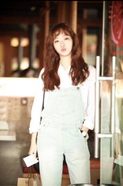 韩国美女明星图片_单眼皮女演员金高银写真