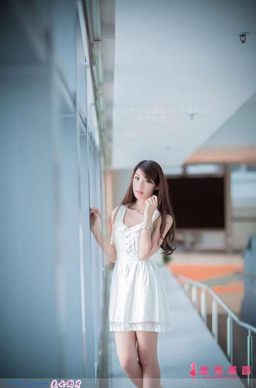 连衣裙美女柔顺秀发精致脸蛋苗条身材成熟气质图片