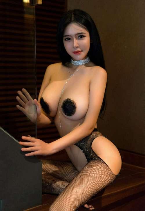 丰满女神刘钰儿乳贴全裸开档丝袜无内翘臀后进大尺度写真