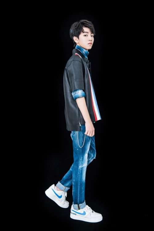 王俊凯18岁成年礼生日会写真图片