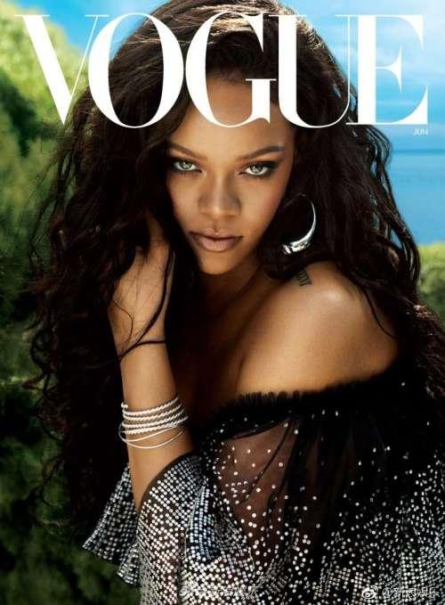 欧美美女明星蕾哈娜透视裙渔网装登《Vogue》杂志