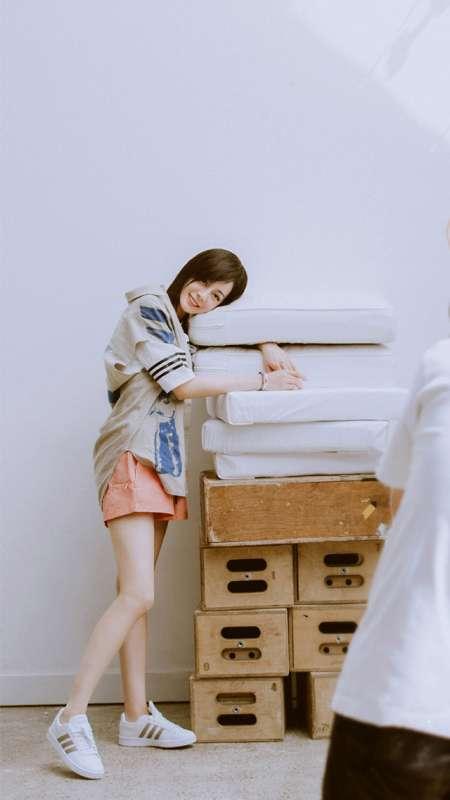 迪丽热巴青春活力时尚写真图片手机壁纸