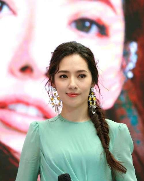 台湾美女图片 广告女神郭碧婷青绿色连衣裙图片