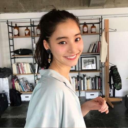 日本美女明星新木优子笑颜美图