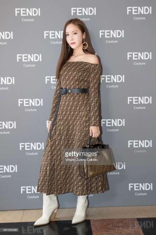 韩国美女欧尼郑秀妍巴黎高定时装周高清图片