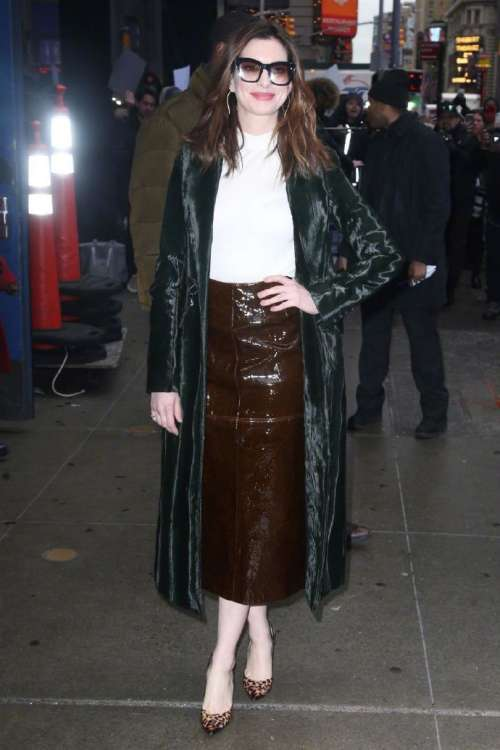 欧美美女明星安妮·海瑟薇近日纽约街拍图片