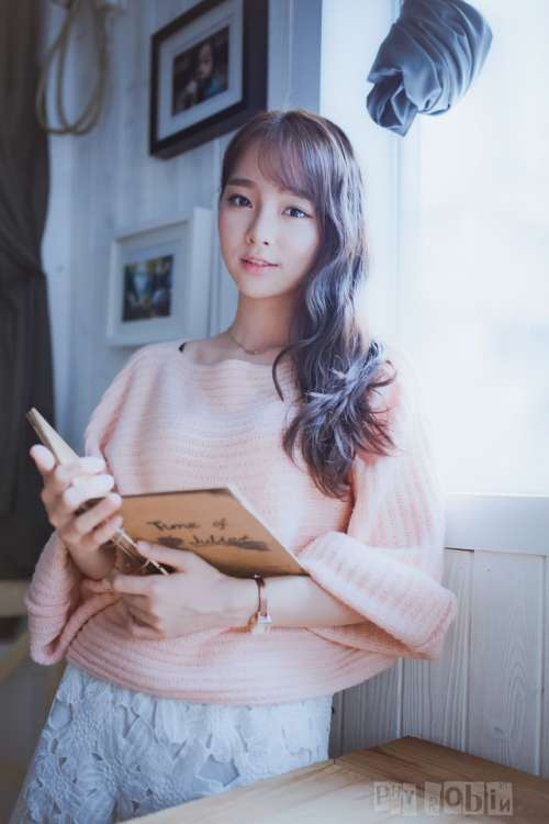 清新美丽的90后韩系美女mn悠闲时光看书写真_清纯