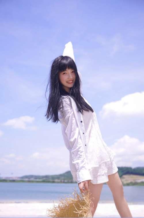 清纯美女图片 创造101选手向俞星海边唯美写真图