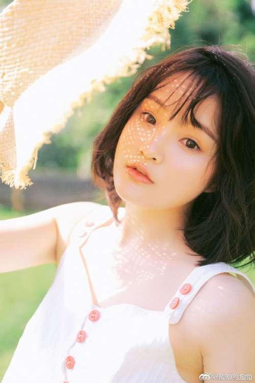 俏皮女学生夏日写真图片 清纯美女图片